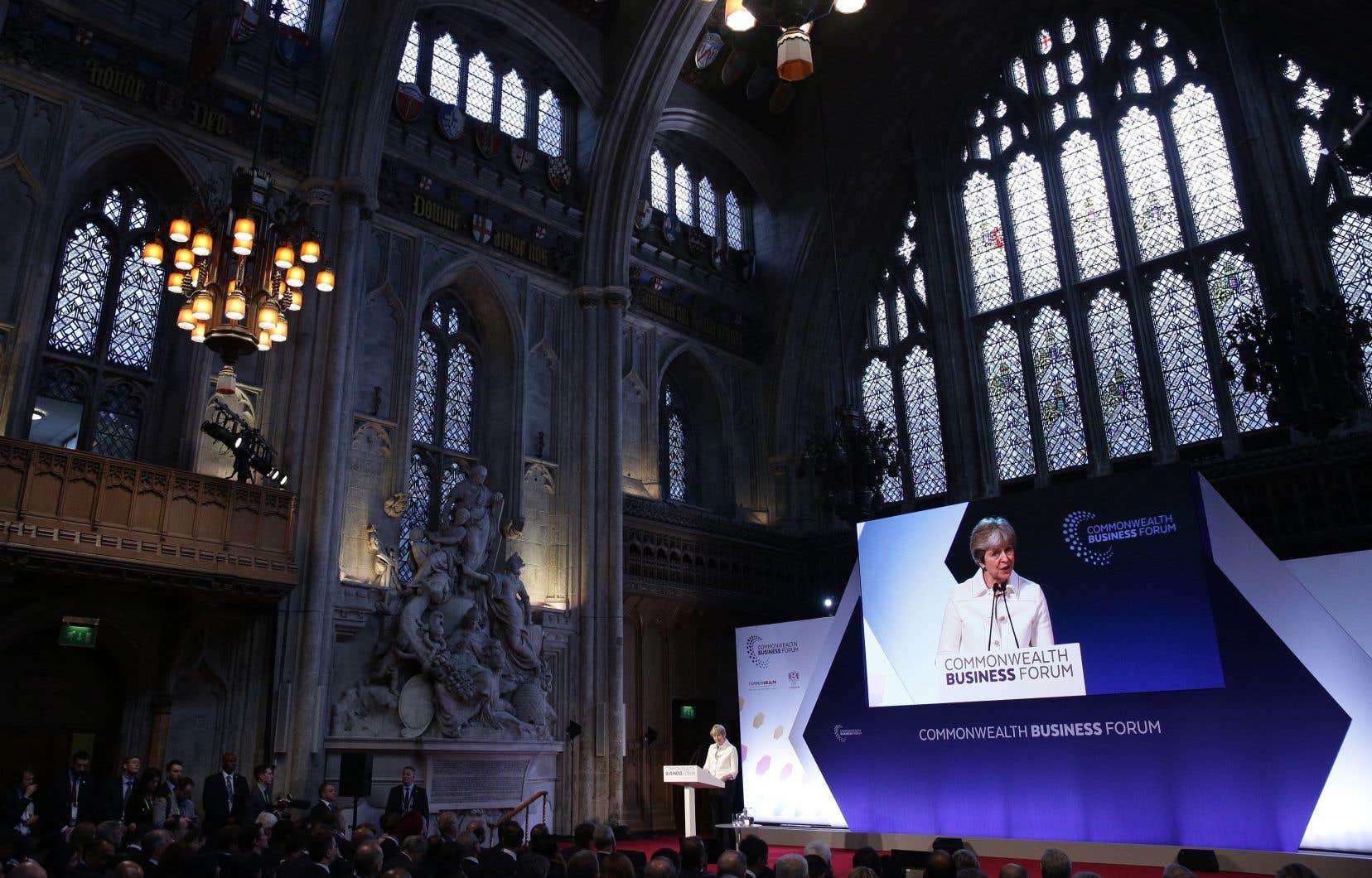 La première ministre du Royaume-Uni, Theresa May, a insisté sur la capacité du pays à resserrer les liens commerciaux avec la «famille du Commonwealth».