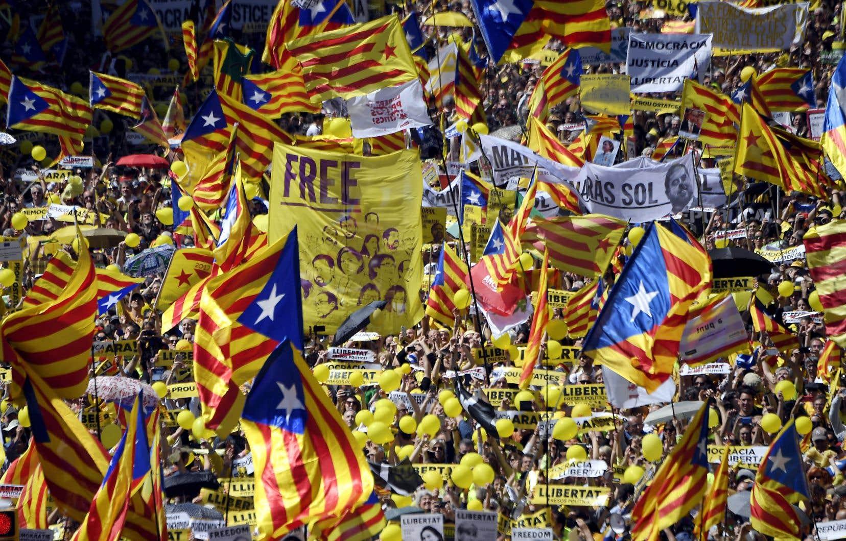 Les Catalans sont de nouveau descendus dans les rues de Barcelone cette semaine pour demander la libération des indépendantistes.