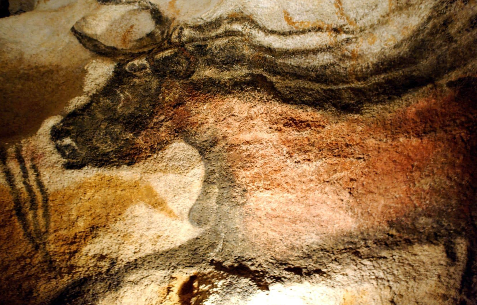 L'art n'était pas l'apanage des hommes. Des études menées sur les empreintes de mains qui ont été retrouvées sur les parois de grottes suggèrent que plusieurs d'entre elles seraient celles de femmes.