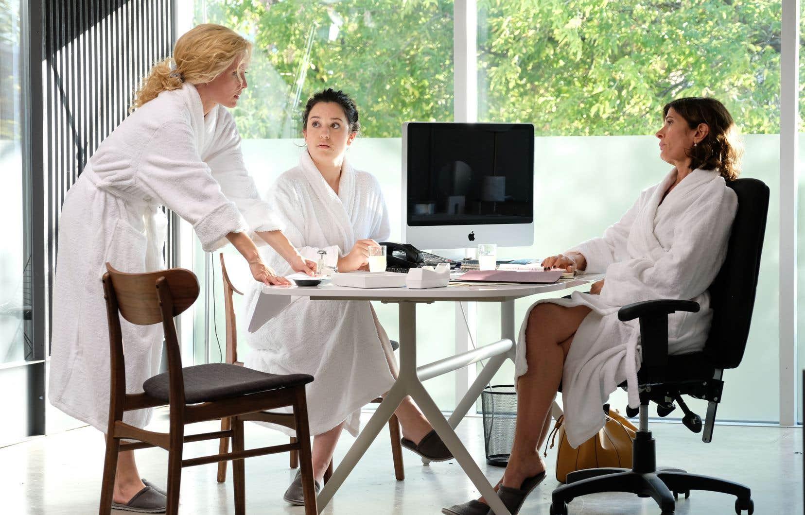 Isabelle (Évelyne Brochu), Anaïs (Valérie Fortin) et Myriam (Anne-Marie Cadieux) dans un épisode de la comédie «Trop». La bipolarité dans l'hilarité.