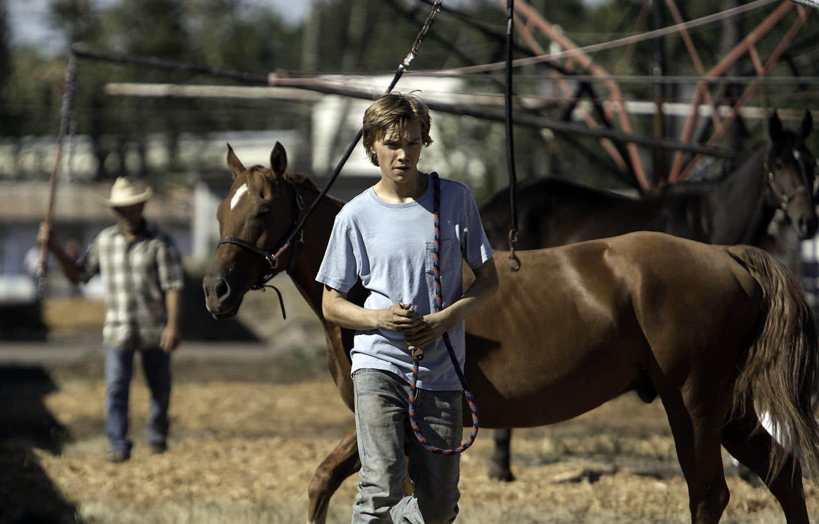 «Lean on Pete» relate les tribulations de Charley, un garçon de 15 ans qui, dans sa fuite, entraîne un cheval promis à l'abattoir.