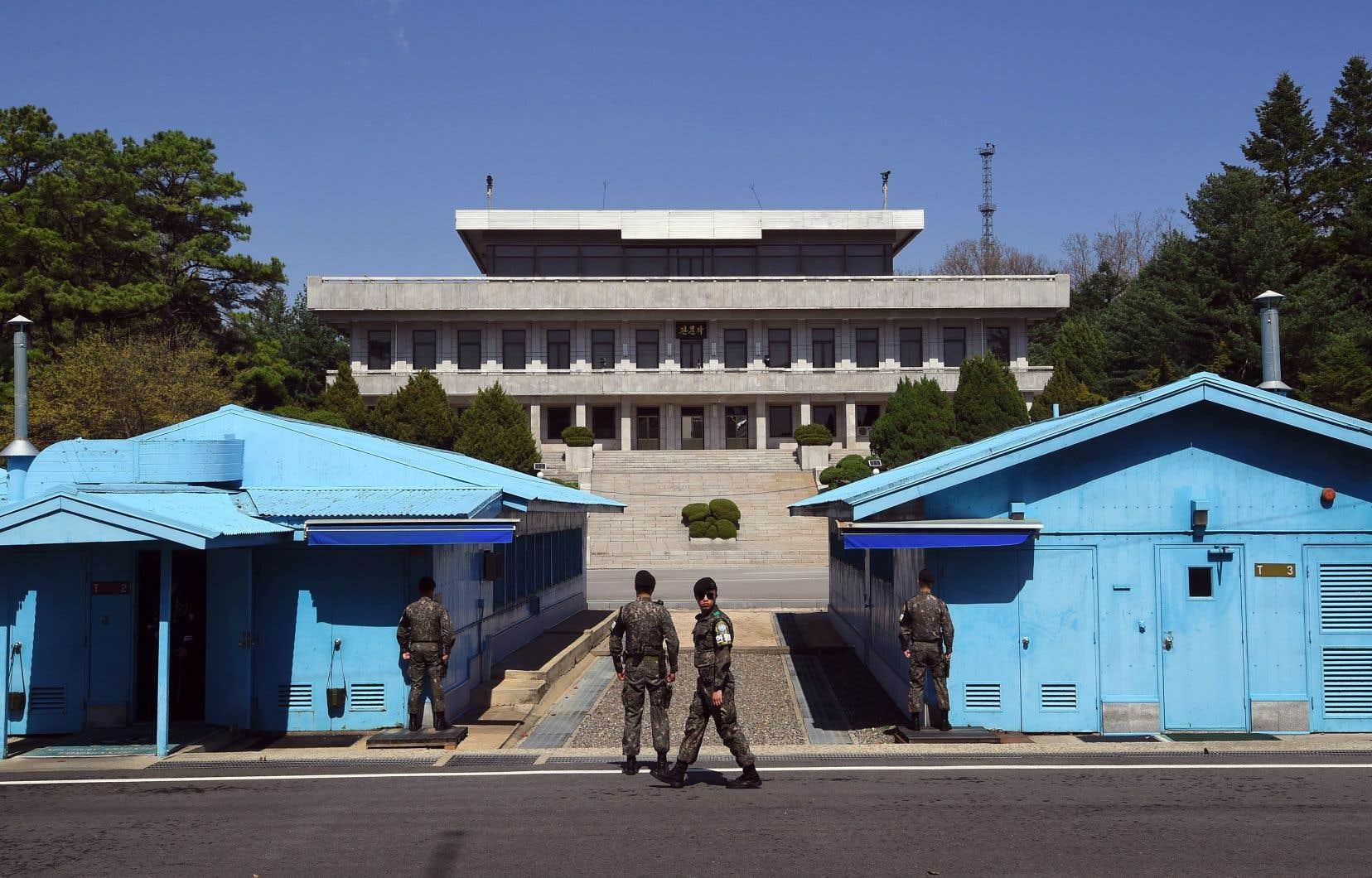 Des soldats sud-coréens montent la garde à la ligne divisant les deux Corées.