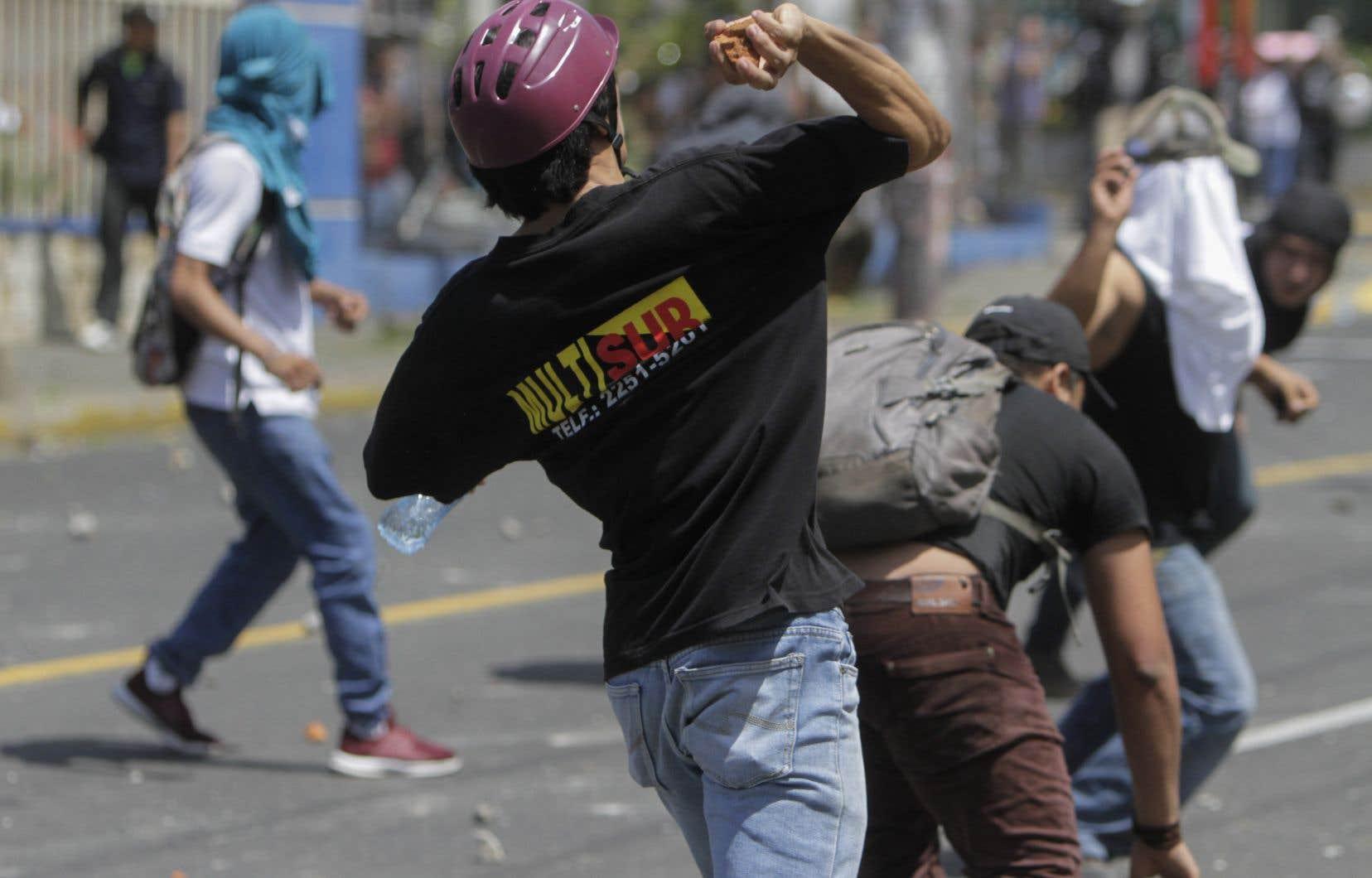<p>Les manifestations d'opposants comme de partisans d'une réforme des retraitesse déroulent pour la deuxième journée consécutive dans la capitale.</p>