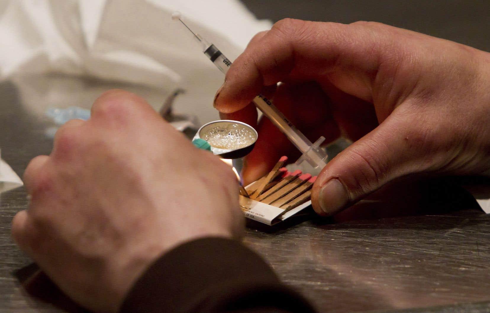 Selon les auteurs, il est sensé, pour des raisons de santé publique, de droits de la personne et de responsabilisation fiscale, d'adopter une approche moins punitive à l'égard des drogues.