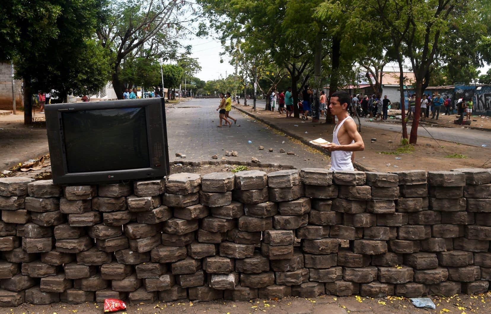 Les rues de Managua étaient jonchées de débris dimanche, selon des journalistes de l'AFP sur place.