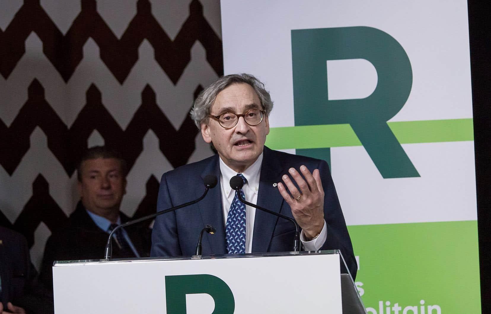 Le président et chef de la direction de la Caisse de dépôt et placement du Québec,Michael Sabia, a recommencé en 2013 à redéployer une présence de la Caisse à l'étranger, souligne l'auteur.