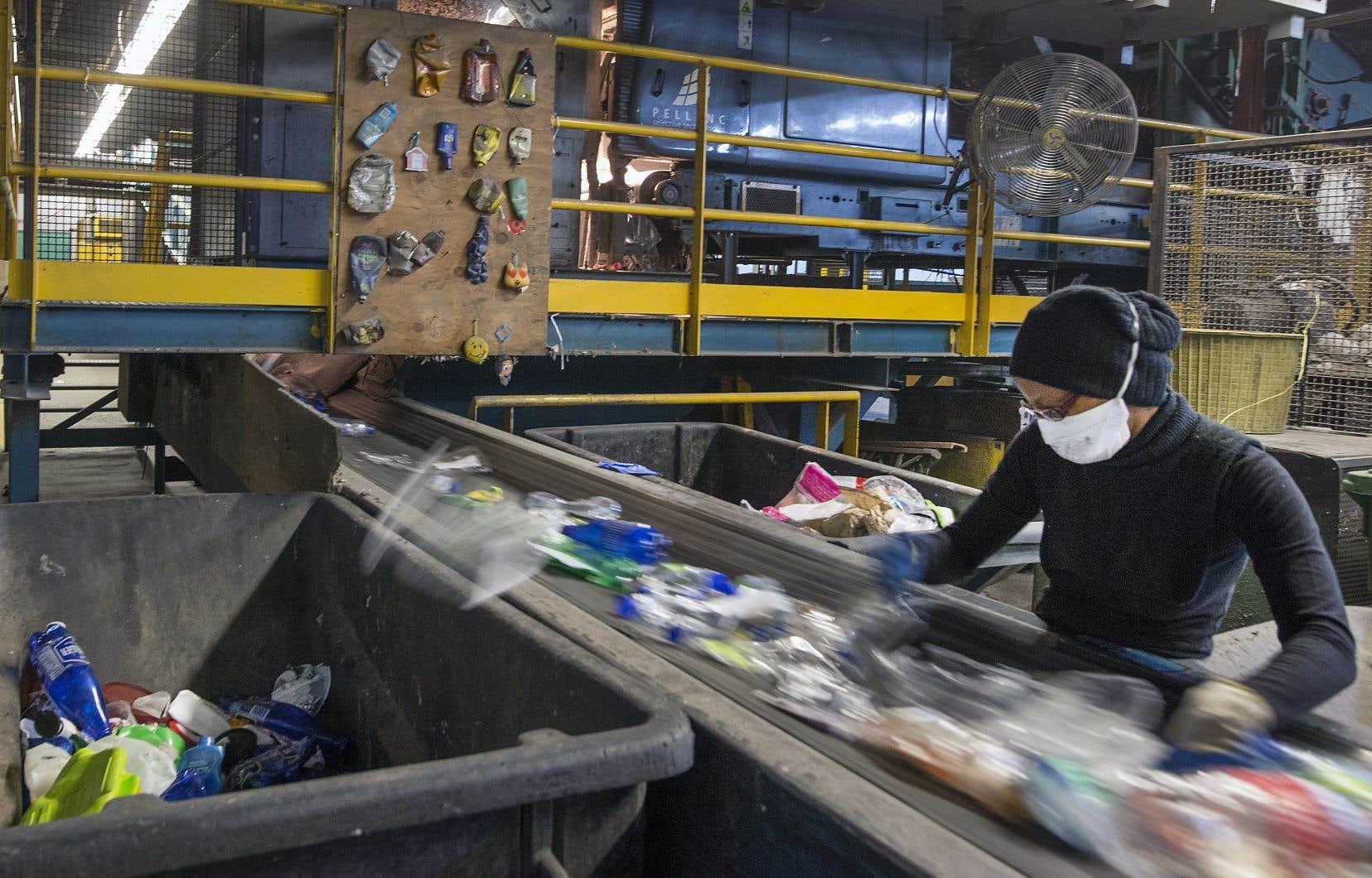 La ministre Catherine McKenna se dit impatiente de collaborer avec ses homologues du G7 «pour veiller à ce que les plastiques soient réutilisés et recyclés judicieusement».