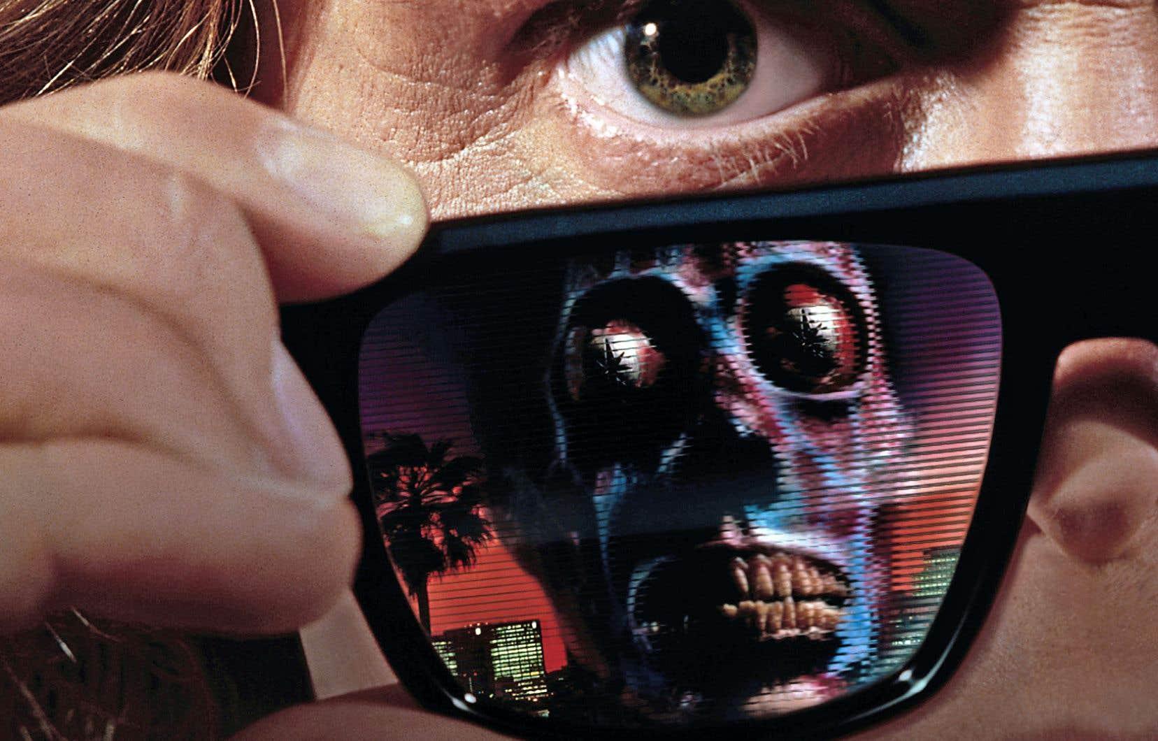 Dans «They Live», des lunettes spéciales permettent de voir clair dans le jeu des extraterrestres dominants.