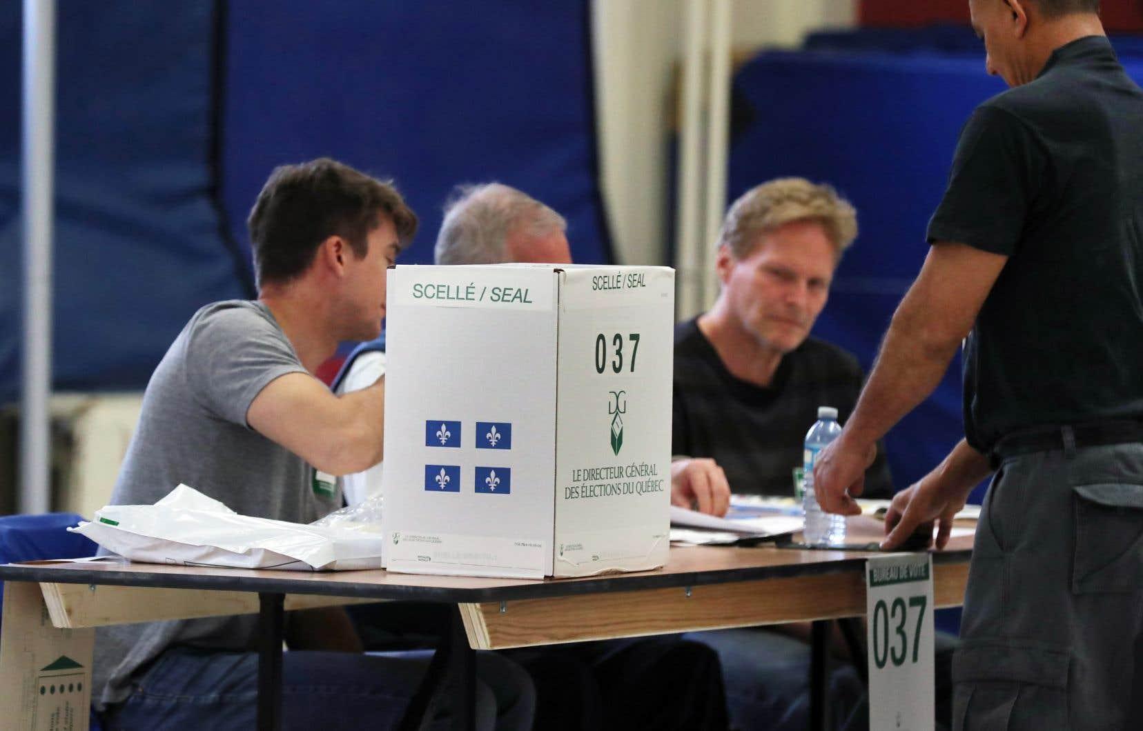 Les trois partis politiques d'opposition à l'Assemblée nationale ainsi que le Parti vert ont pris cet engagement et d'autres lors d'une réunion sous l'égide du Mouvement Démocratie nouvelle (MDN) à Montréal lundi.