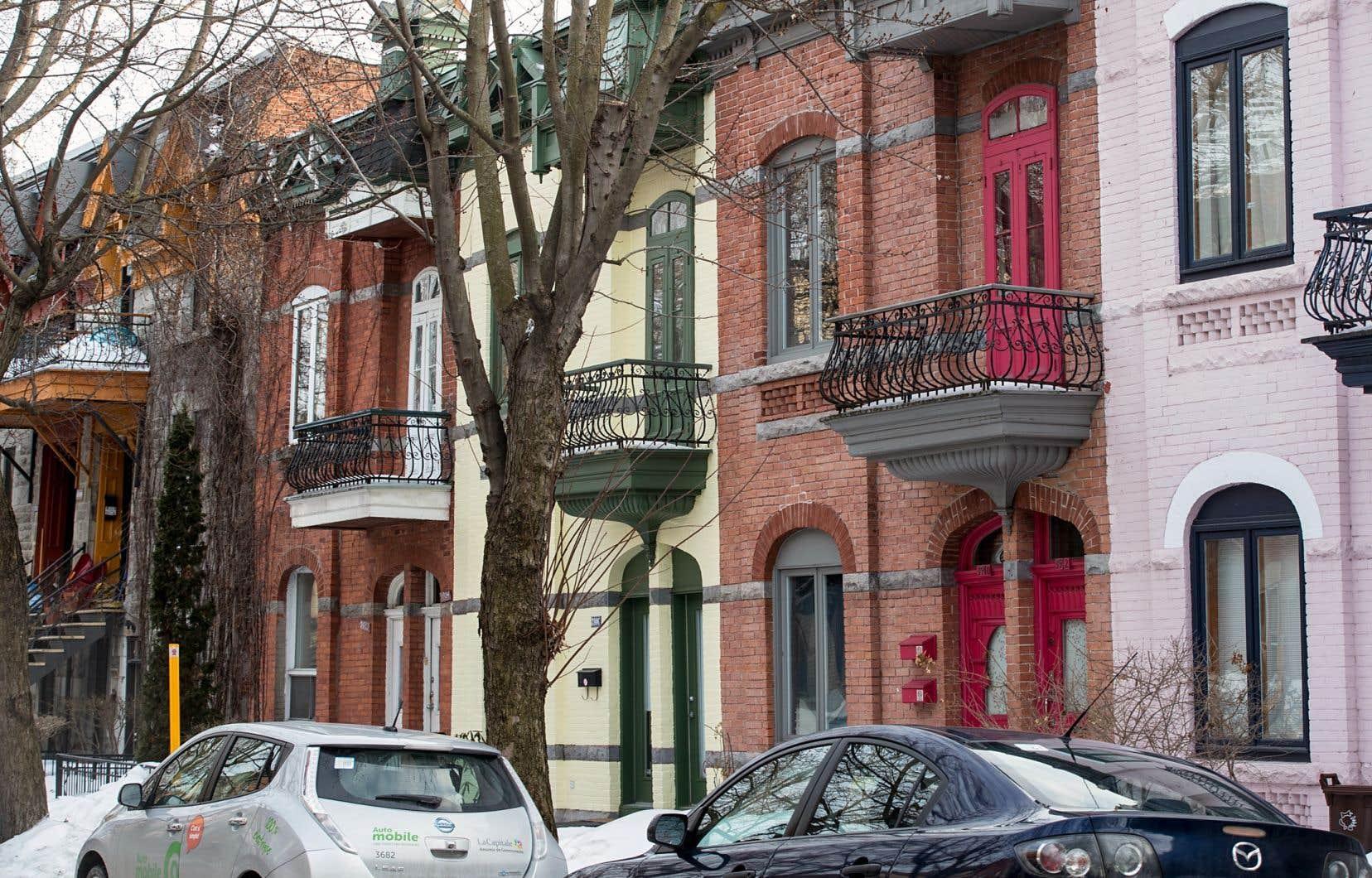 Une «hausse rapide des prix des logements est observée dans certains quartiers» montréalais, souligne la Société canadienne d'hypothèques et de logement.