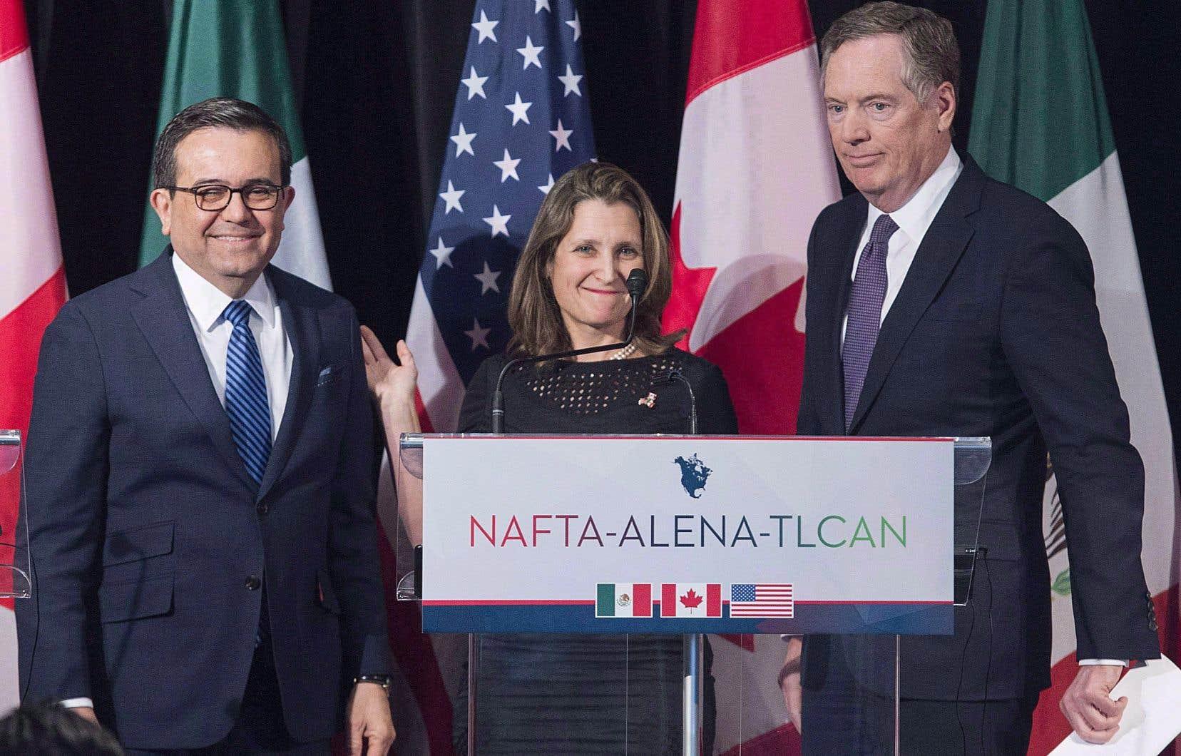 De gauche à droite, le ministre mexicain de l'Économie, Ildefonso Guajardo,la ministre canadienne des Affaires étrangères, Chrystia Freeland, etle représentant américain au Commerce, Robert Lighthizer