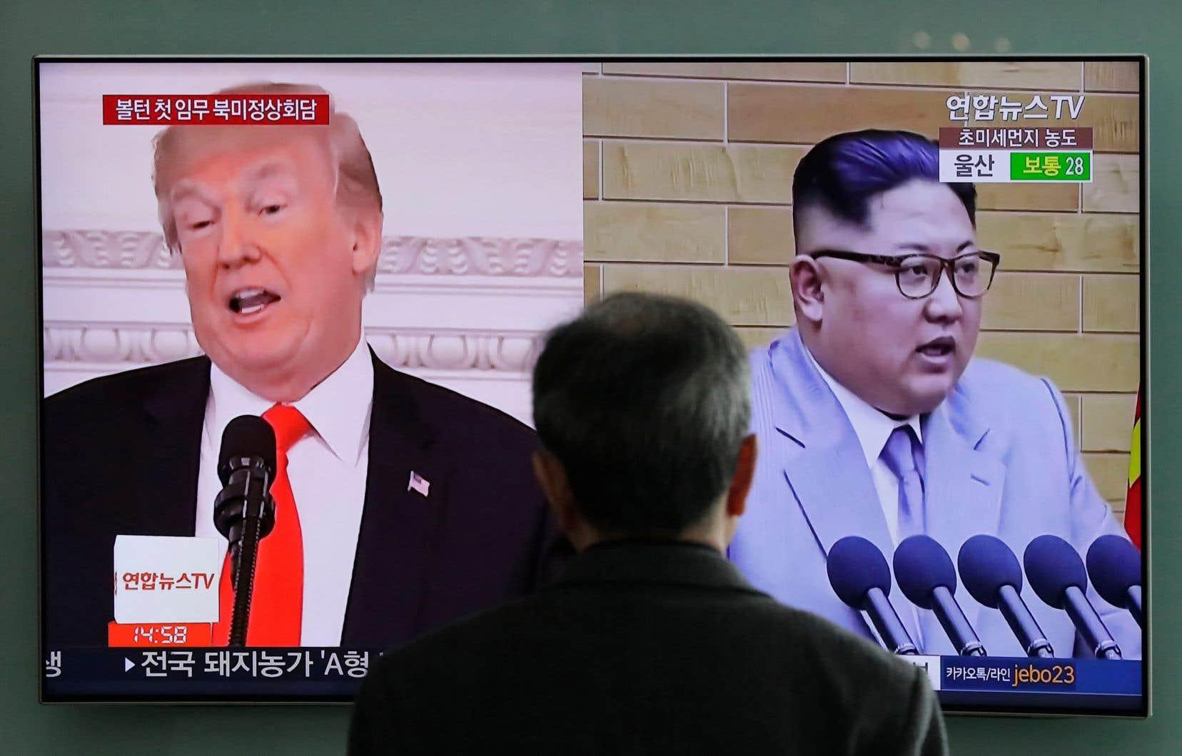 Le président américain, Donald Trump (à gauche sur l'écran) doit rencontrer Kim Jong-un d'ici juin pour un sommet historique