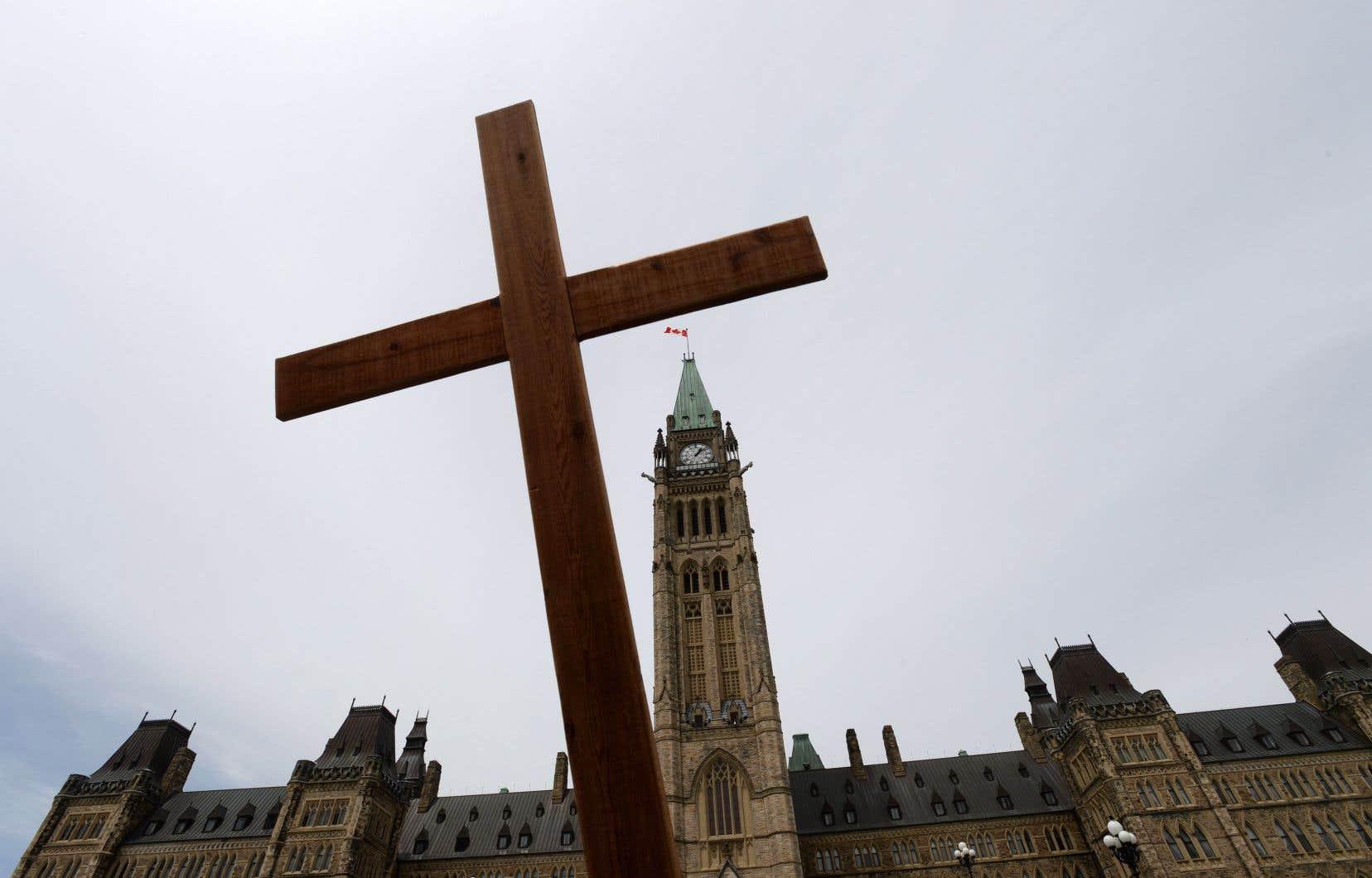 Québec-Vie est par ailleurs membre d'un regroupement pancanadien représenté par un lobbyiste sur la colline du Parlement.