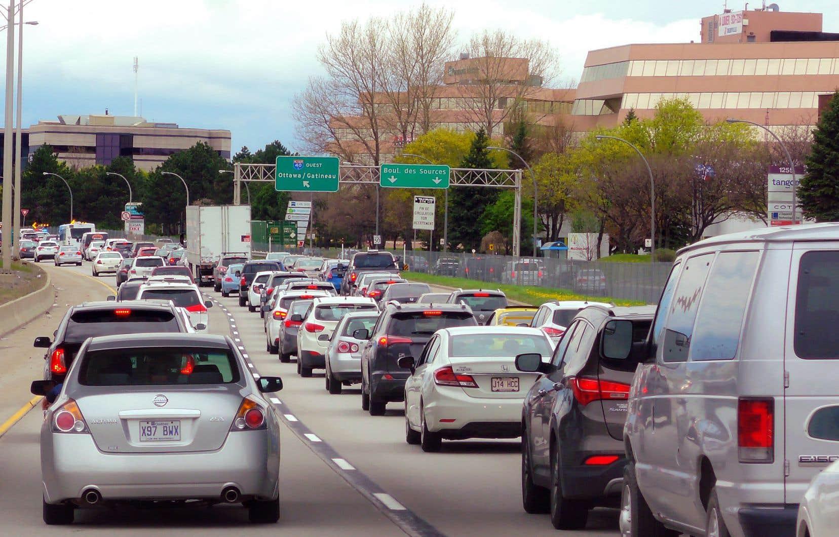 Les maires de Laval et des Basses-Laurentides souhaitent voir implanter dans un avenir rapproché un vaste réseau de voies réservées aux autobus le long des principaux axes autoroutiers qui relient les villes de la Rive-Nord.