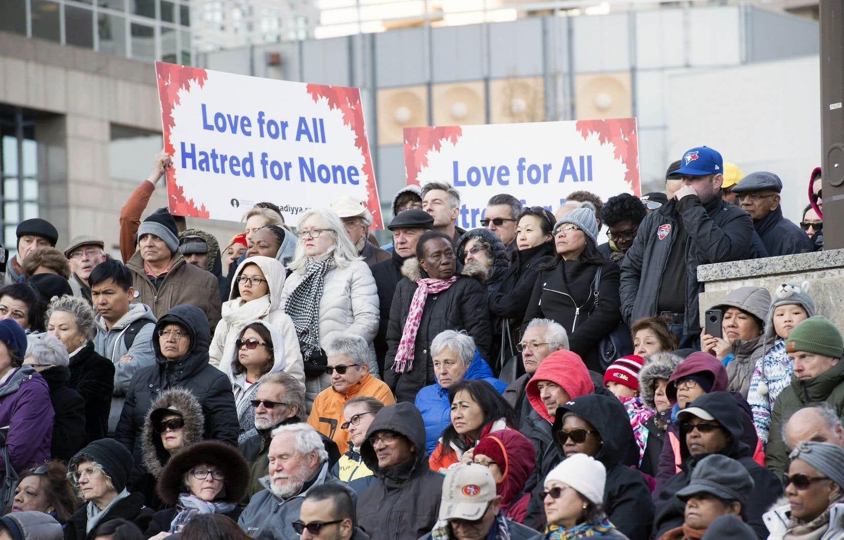 Dimanche, les Torontois ont assisté à une vigile en commémoration des victimes de l'attaque au camion-bélier, à Mel Lastman Square.