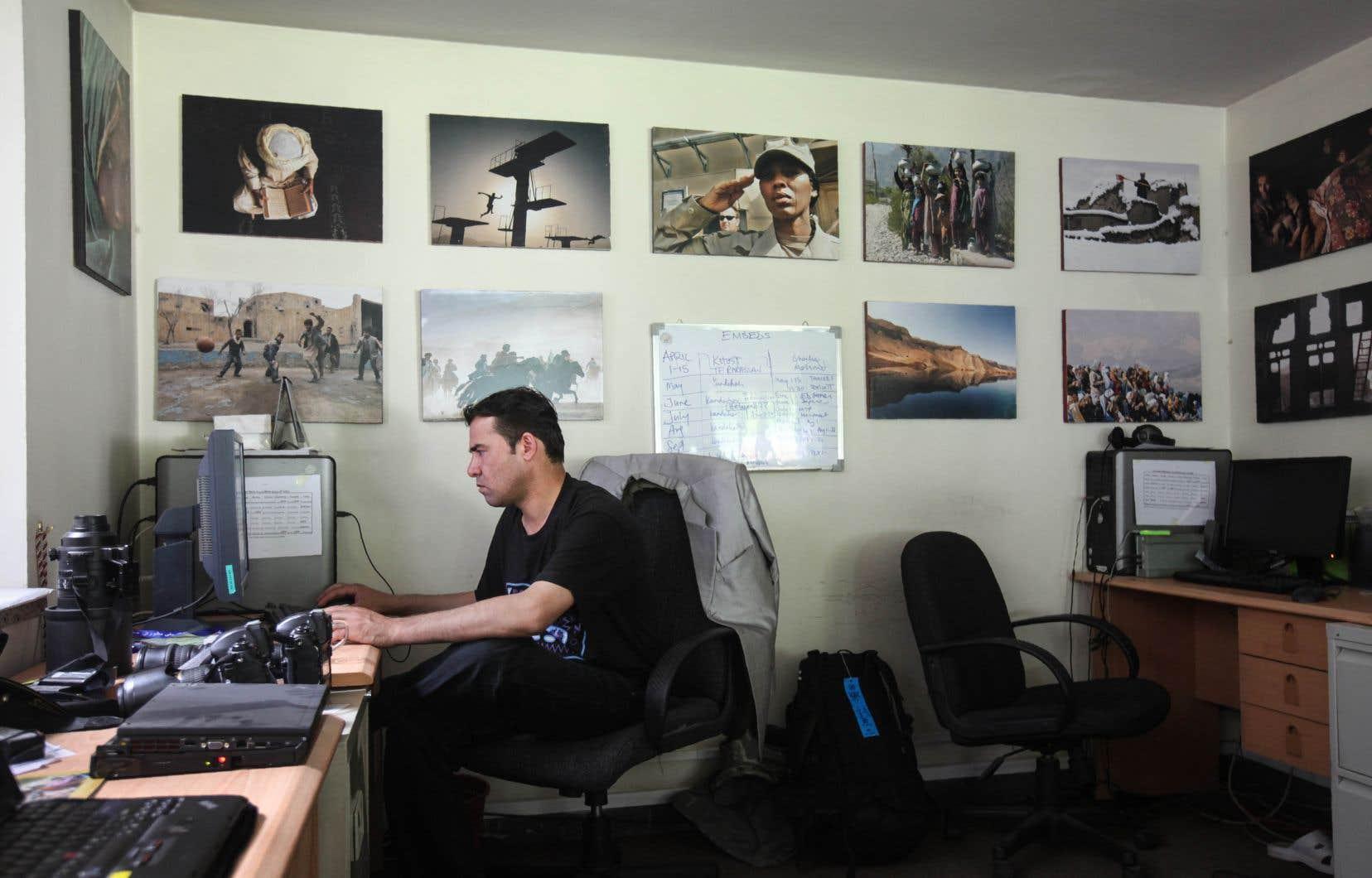 Shah Marai, photographe en chef de l'Agence France-Presse pour l'Afghanistan, dans son bureau de Kaboul en juin 2010