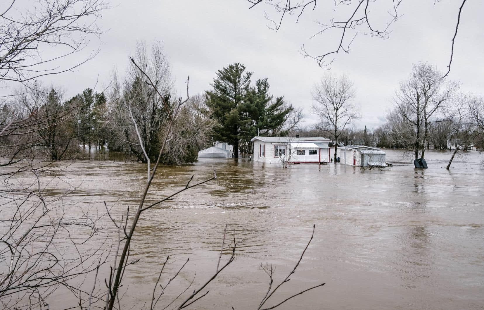 La Ville de Lévis a procédé à l'évacuation de 37 résidences et à quelques fermetures de rues en raison du débordement de la rivière Beaurivage.