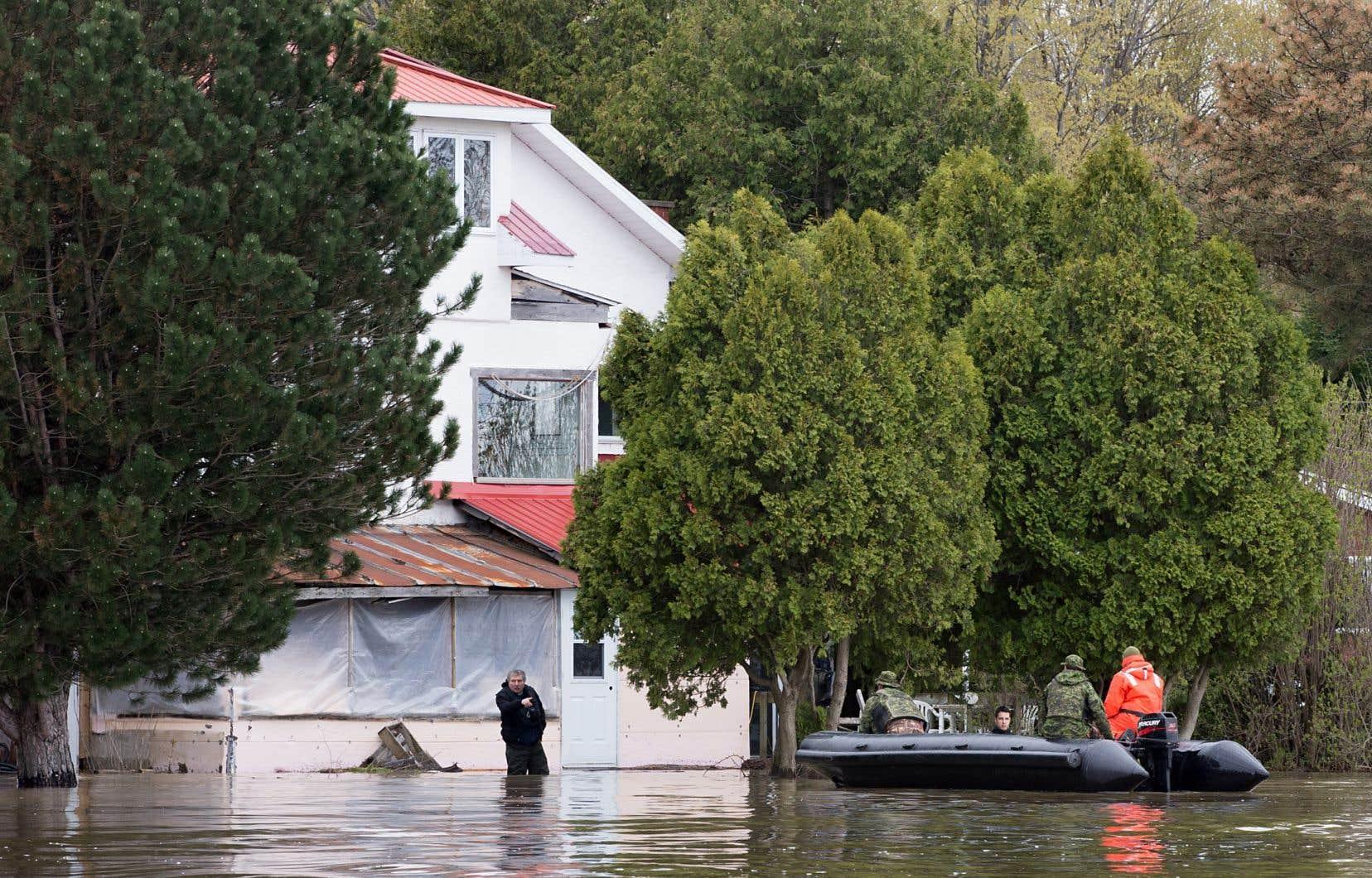 Près d'un an après les événements du printemps dernier, des sinistrés de Rigaud habitaient toujours à l'hôtel.