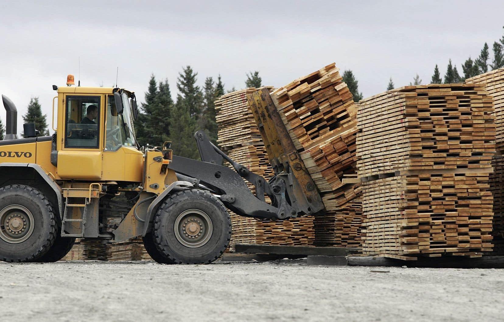 Le prix du bois d'oeuvre résineux dans l'est du marché américain est actuellement de 733$ par millier de pieds-planche, en forte hausse par rapport à un peu plus de 550$ en avril 2017.