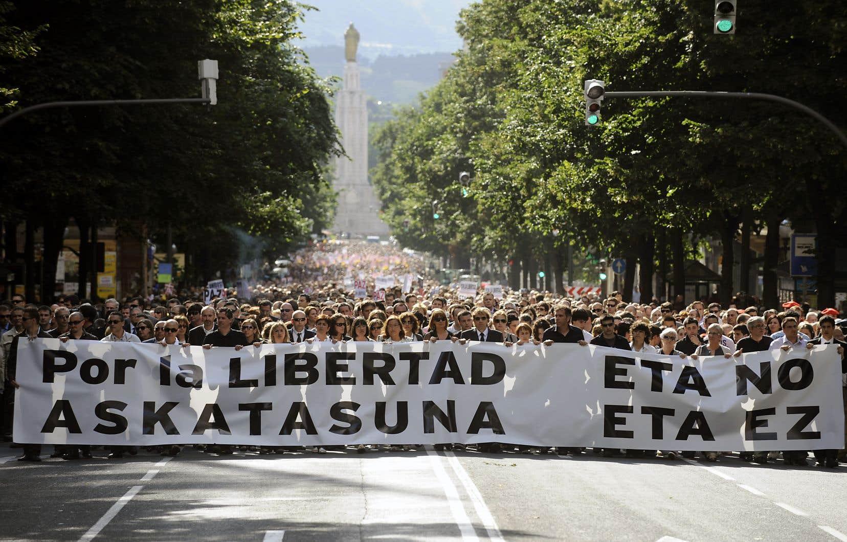La mort d'un policier dans un attentat à la voiture piégée attribué à l'ETA à Bilbao, en 2009, avait provoqué une vaste réponse populaire.