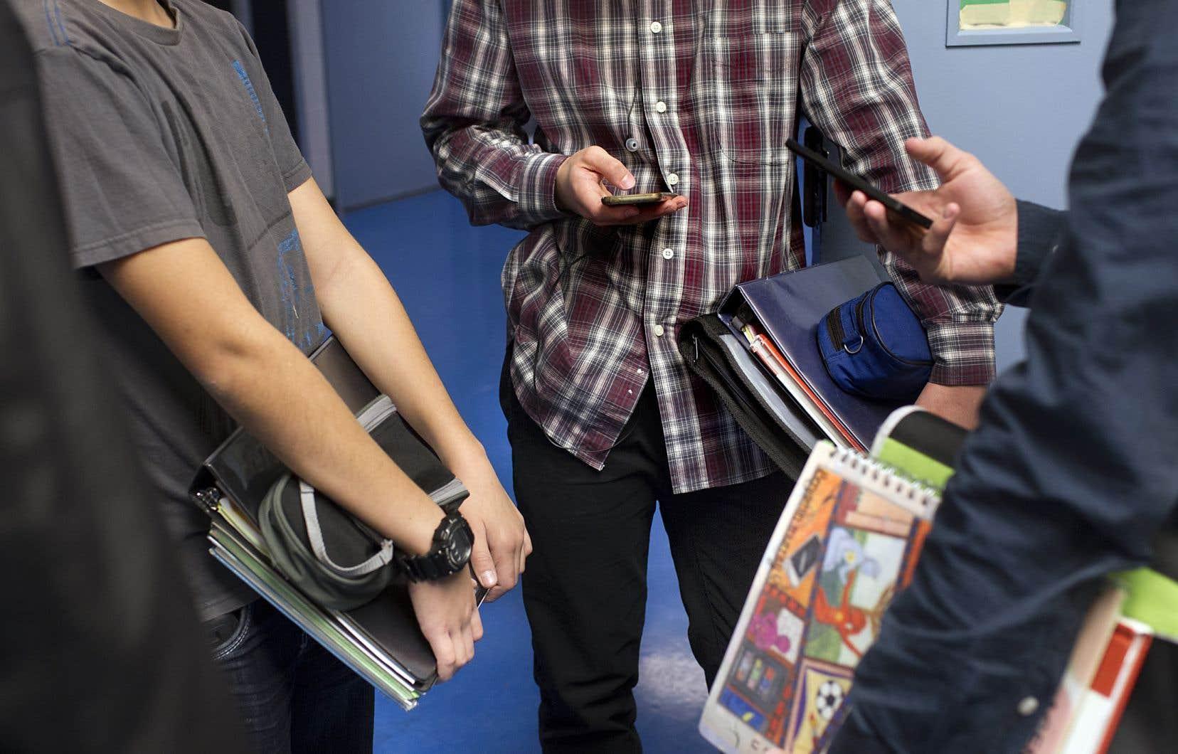 Les notes de passage diffèrent au Québec et en Ontario, a fait remarquer le ministre de l'Éducation.