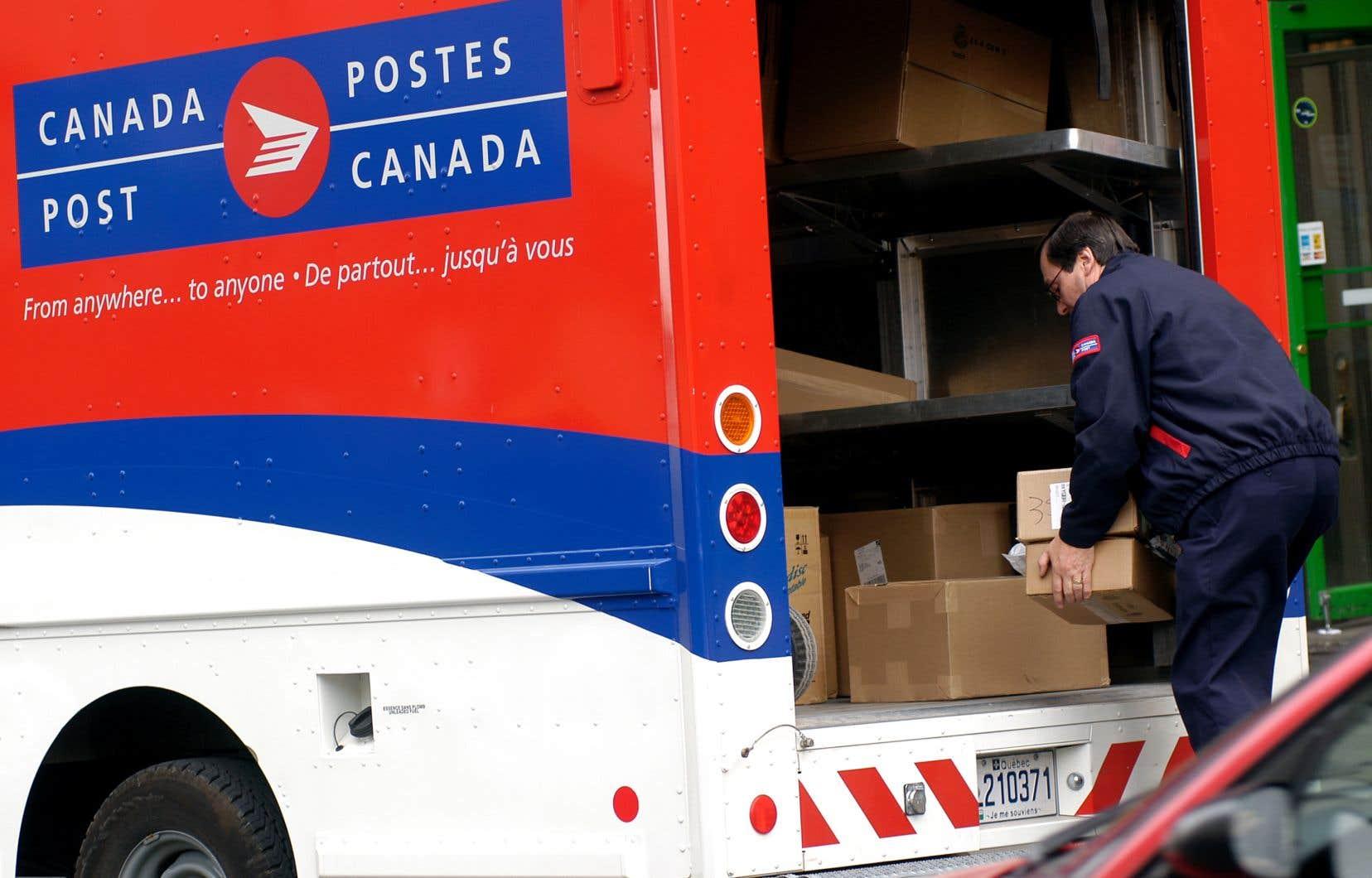 Postes Canada a connu une croissance importante de ses activités dans le secteur des colis alors que les consommateurs se sont tournés en grand nombre vers les détaillants en ligne.