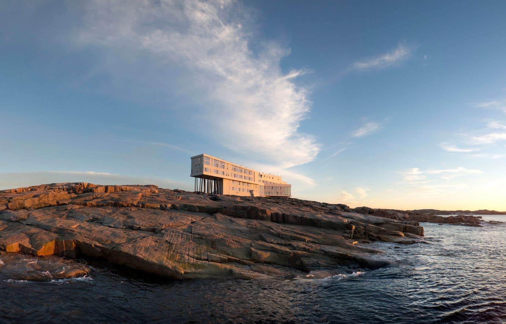 Le Fogo Island Inn est un superbe hôtel-boutique sur l'île de Fogo, à Terre-Neuve. Son architecture dessinée par la firme norvégienne Saunders Architecture fait rêver tous les adeptes d'Instagram.