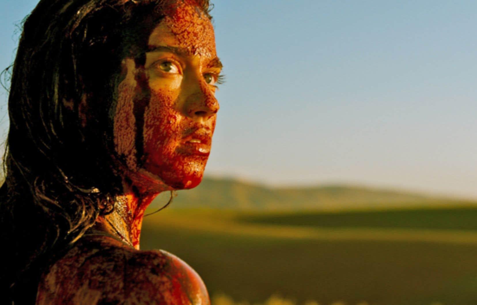 Un des aspects qui distingue le film est qu'en dépit du titre, la revanche n'est pas l'objectif initial du personnage de Jennifer.