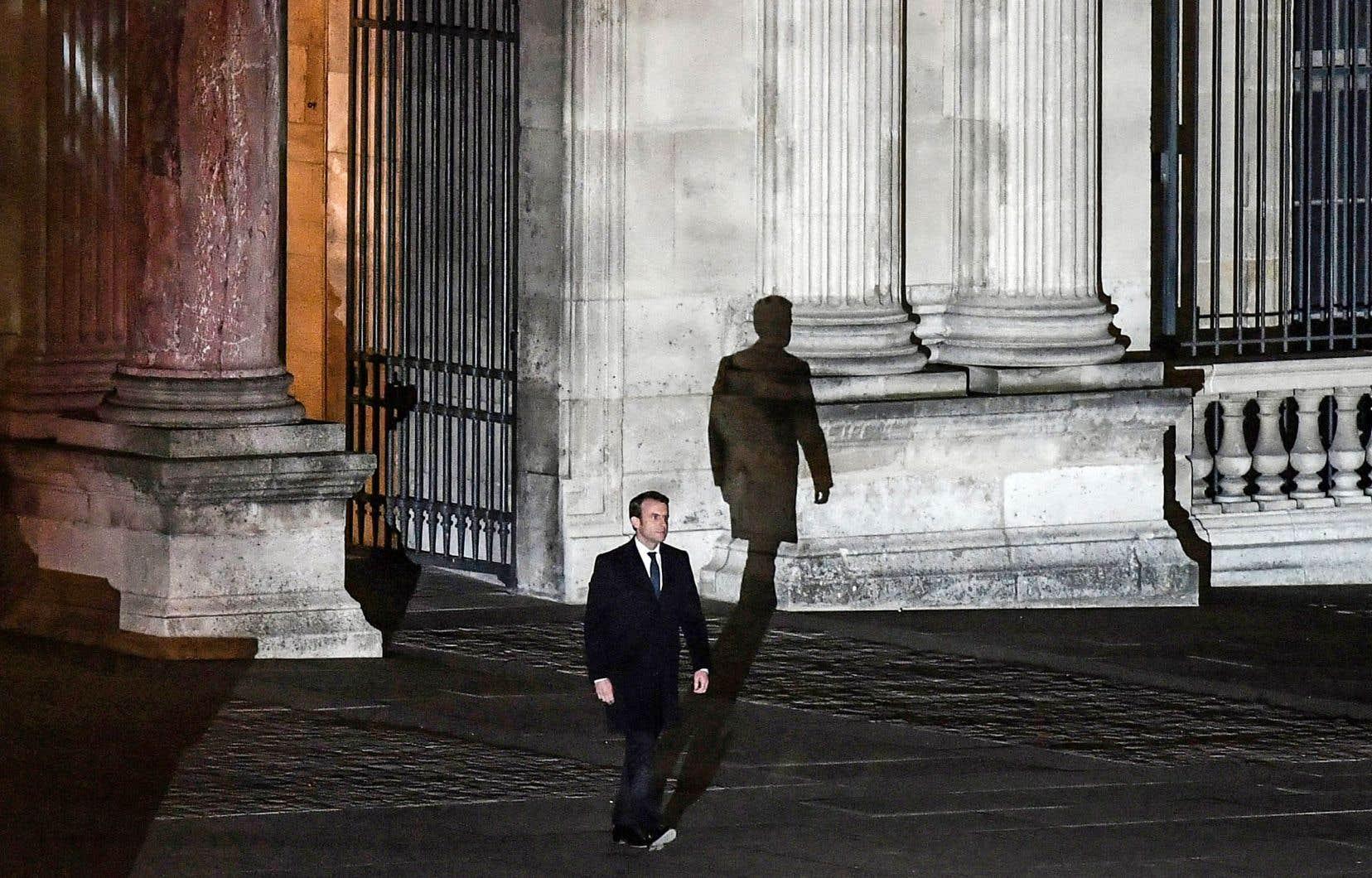 Le président n'a la confiance que de 41% des Français, mais il ne semble pas y avoir lieu de paniquer: un an après son élection, Nicolas Sarkozy n'avait la confiance que de 32% de la population, alors que François Hollande n'avait le soutien que de 24% de celle-ci.