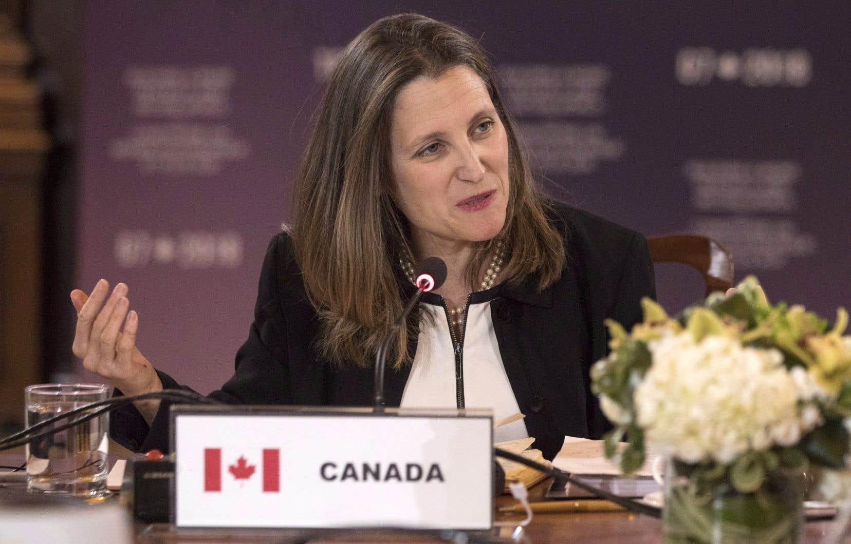 La ministre canadienne des Affaires étrangères, Chrystia Freeland, a comparé la crise des réfugiés rohingyas, forcés de devenir apatrides, à l'Holocauste et au génocide des Tutsis, au Rwanda.