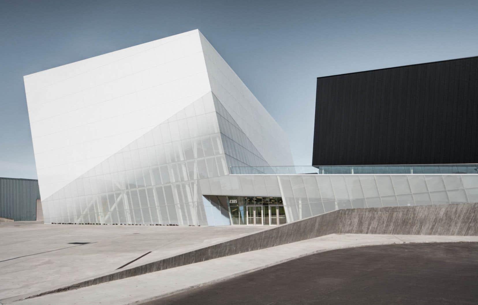Le Complexe sportif de Saint-Laurent, réalisé par l'équipe Saucier + Perrotte Architectes