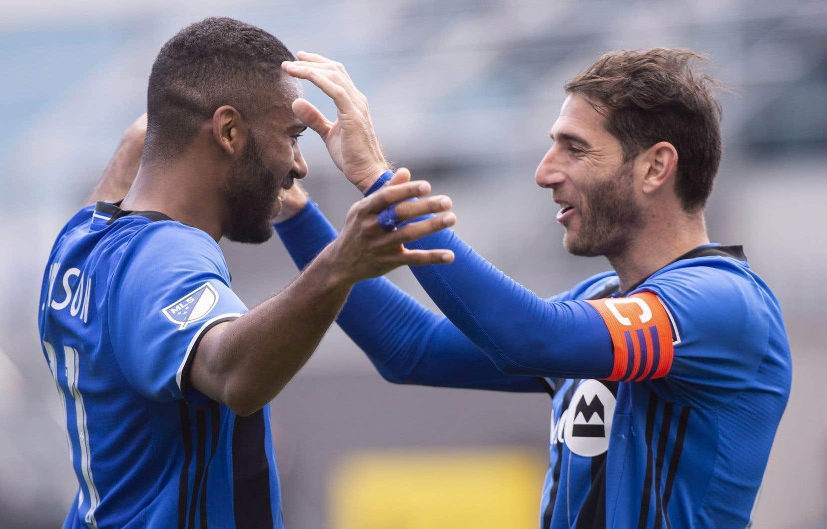 Ignacio Piatti (à droite) félicite Anthony Jackson-Hamel après un but de l'Impact.