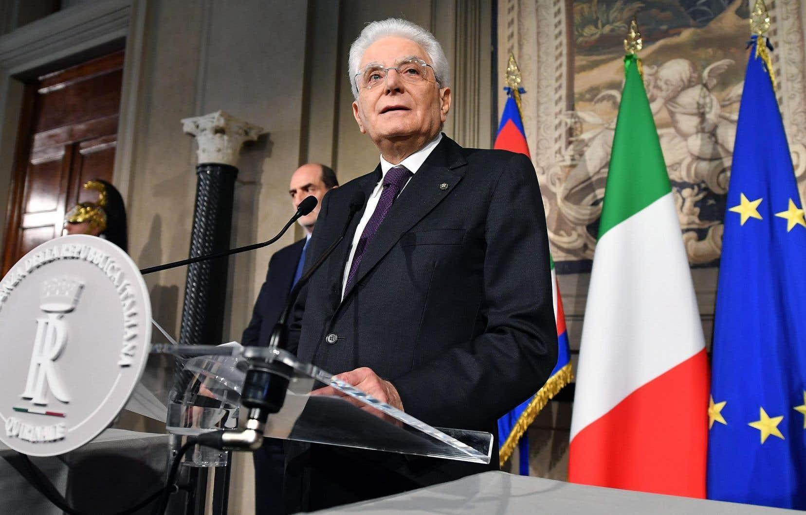 Le président Mattarella s'est adressé aux journalistes à la sortie des négociations avec les partis politiques, lundi, à Rome.