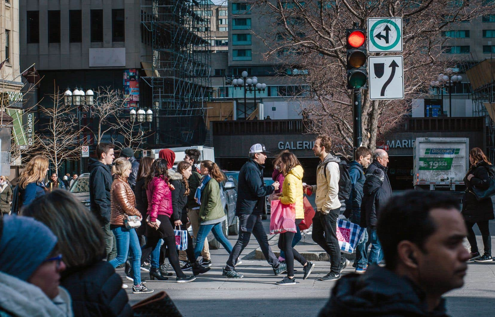 Entre 1986 et 2016, la proportion des immigrants s'établissant à Montréal a peu diminué, de 87,2% à 85,8%.