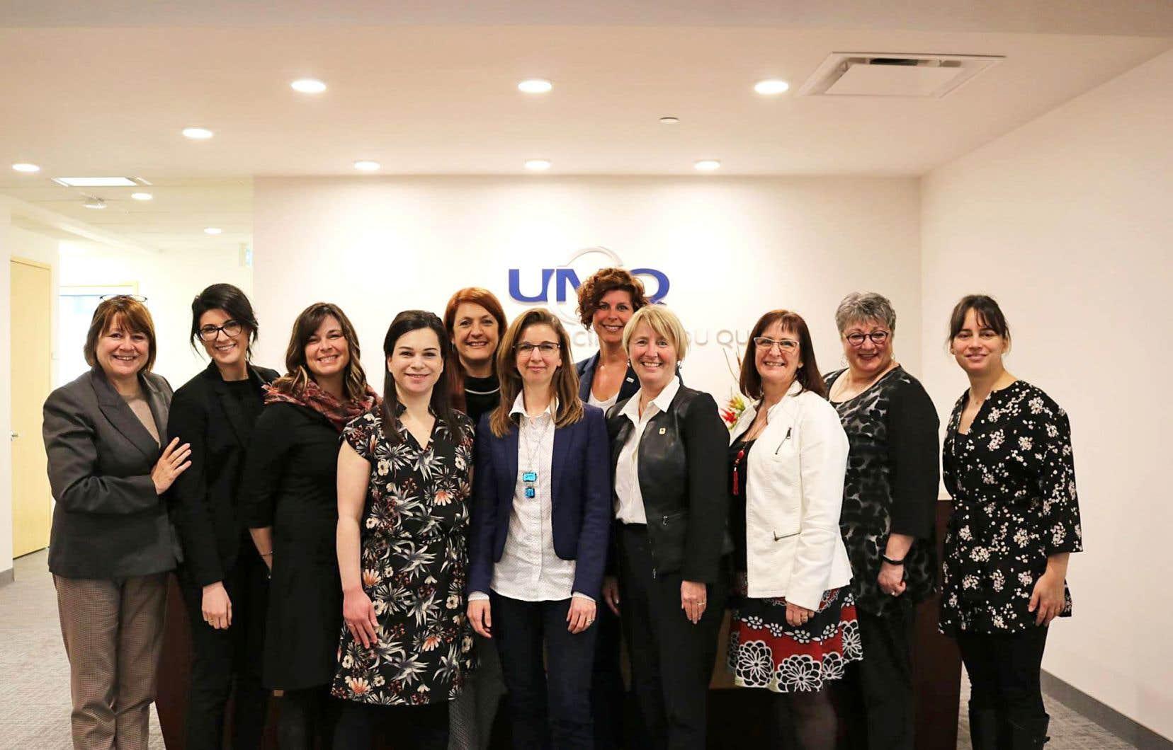 En septembre dernier, la Commission Femmes et gouvernance a succédé au Comité Femmes et gouvernance locale de l'UMQ. Plus qu'un changement de nom, il s'agit d'offrir un statut permanent et une reconnaissance à ce regroupement, dont le mandat est d'accroître le nombre de candidates et d'élues, mais aussi de leur apporter un soutien approprié.
