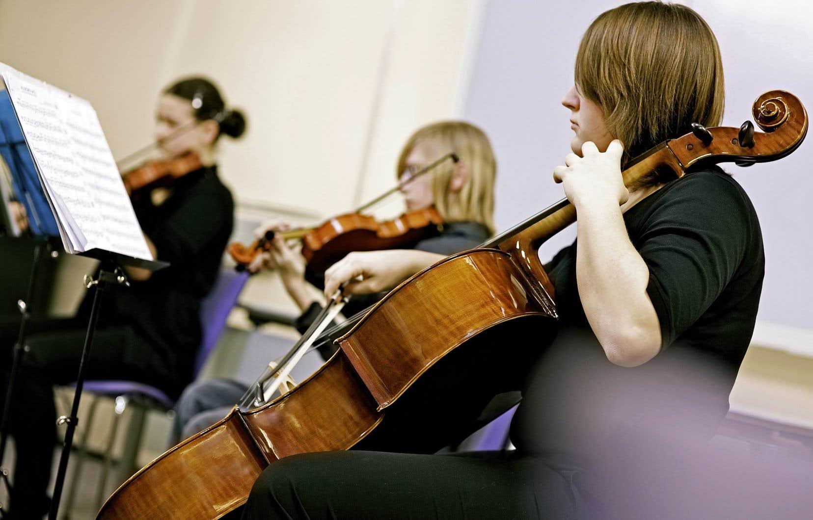 Les élèves qui pratiquent une activité artistique ou sportive après les cours se sentent plus valorisés.