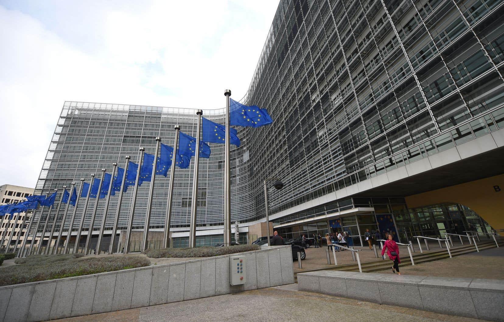 Sans grande surprise, le questionnaire porte sur les sujets d'inquiétude et les attentes des Européens: chômage, crise migratoire et protection des frontières, sécurité, terrorisme et radicalisation, environnement et climat…