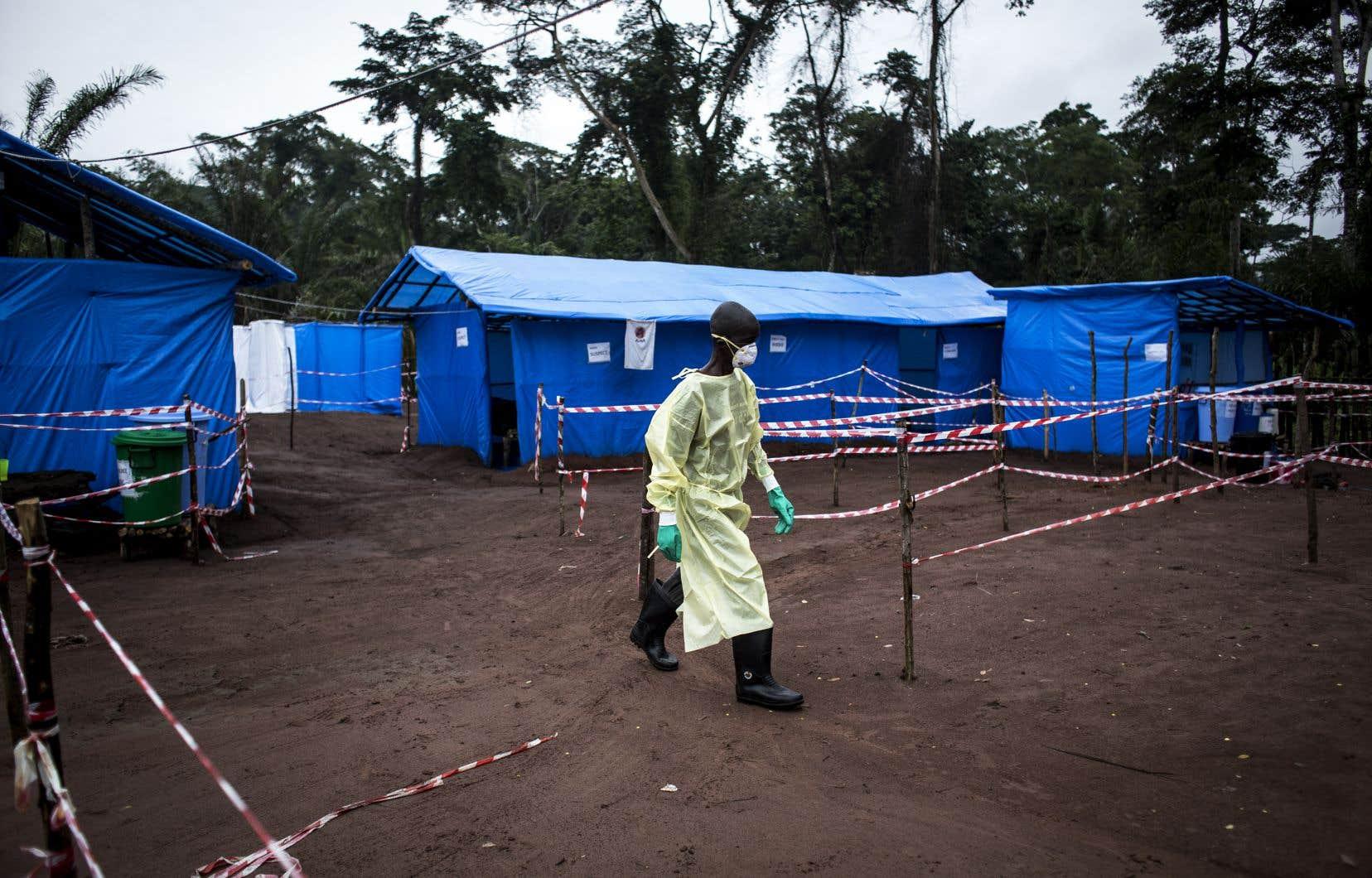 Un travailleur de la santé congolais dans une unité de quarantaine pour Ebola à Muma, dans la province de Bas-Uele, en juin 2017
