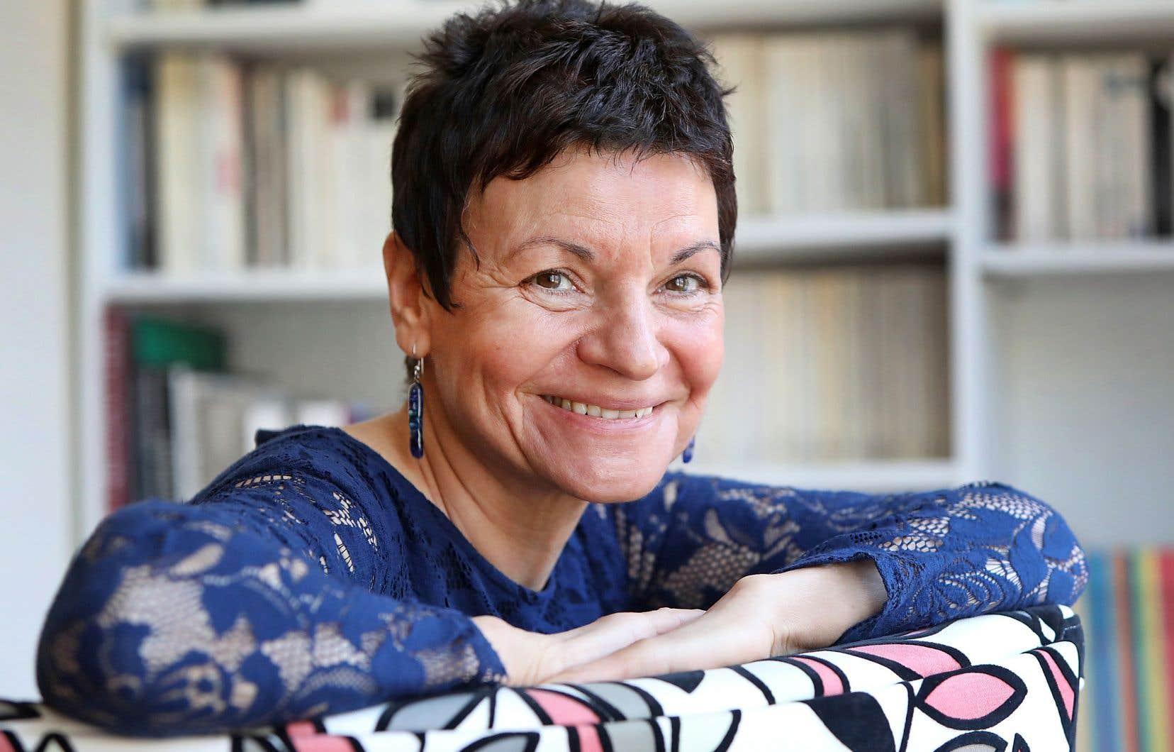 Françoise de Luca publie un roman campé dans une époque floue.