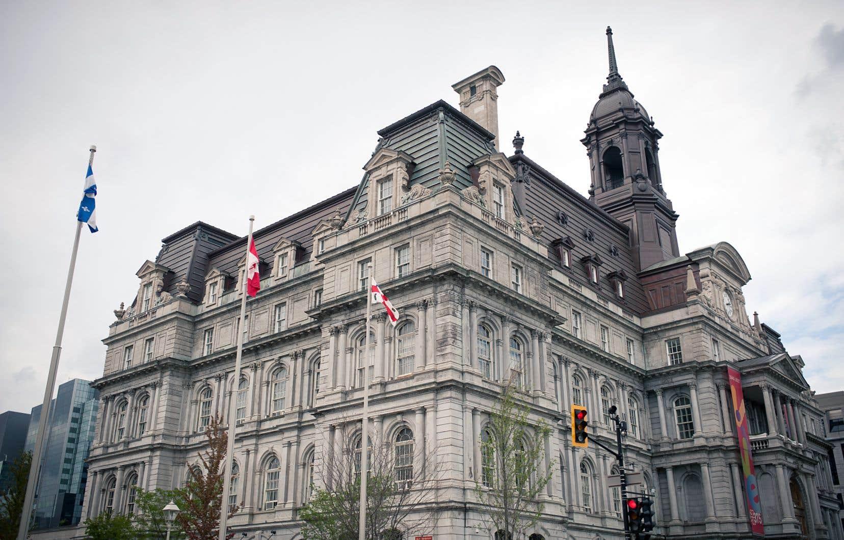 Construit entre 1872 et 1878, l'hôtel de ville a été ravagé par un incendie en mars 1922.