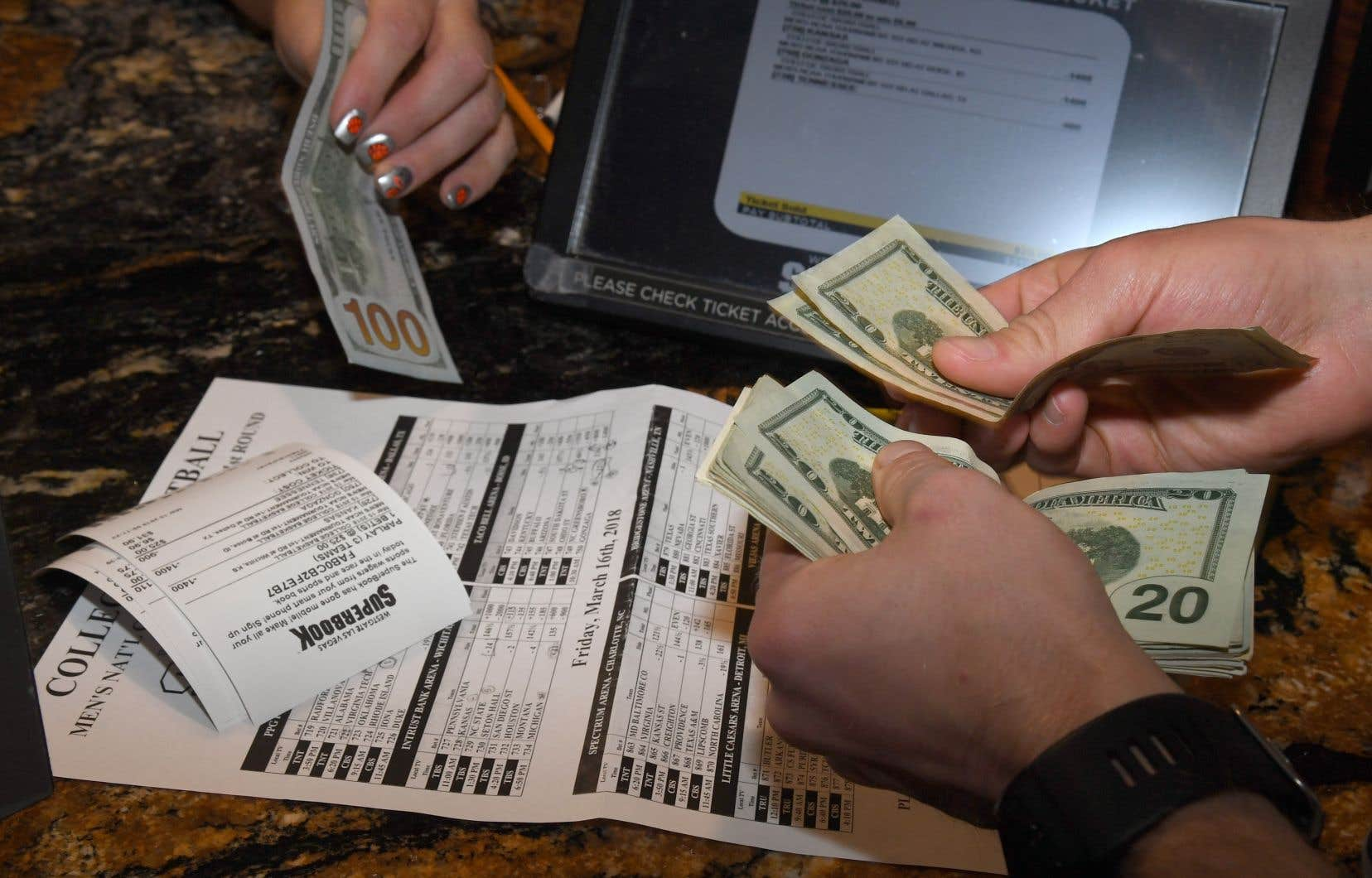 Le marché des paris sportifs est estimé à des dizaines de milliards de dollars aux États-Unis.
