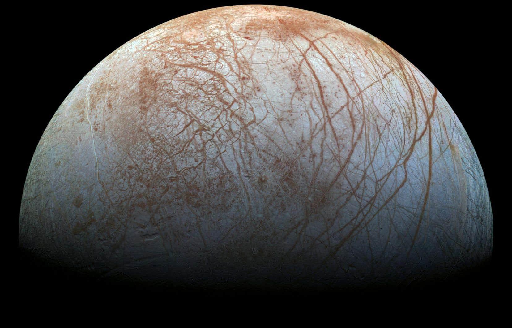 La sonde américaine <em>Galileo</em> avait déjà permis de détecter les premiers indices de la présence d'un vaste océan sur la lune Europe.