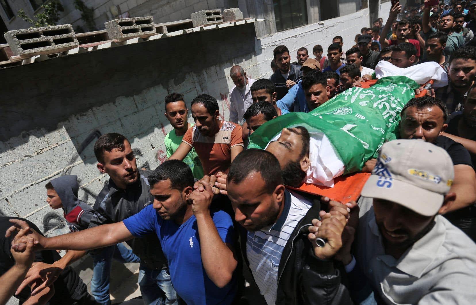 À travers toute la bande de Gaza, les Palestiniens ont terminé mardi d'enterrer les leurs tués la veille lors de violents affrontements avec l'armée israélienne.