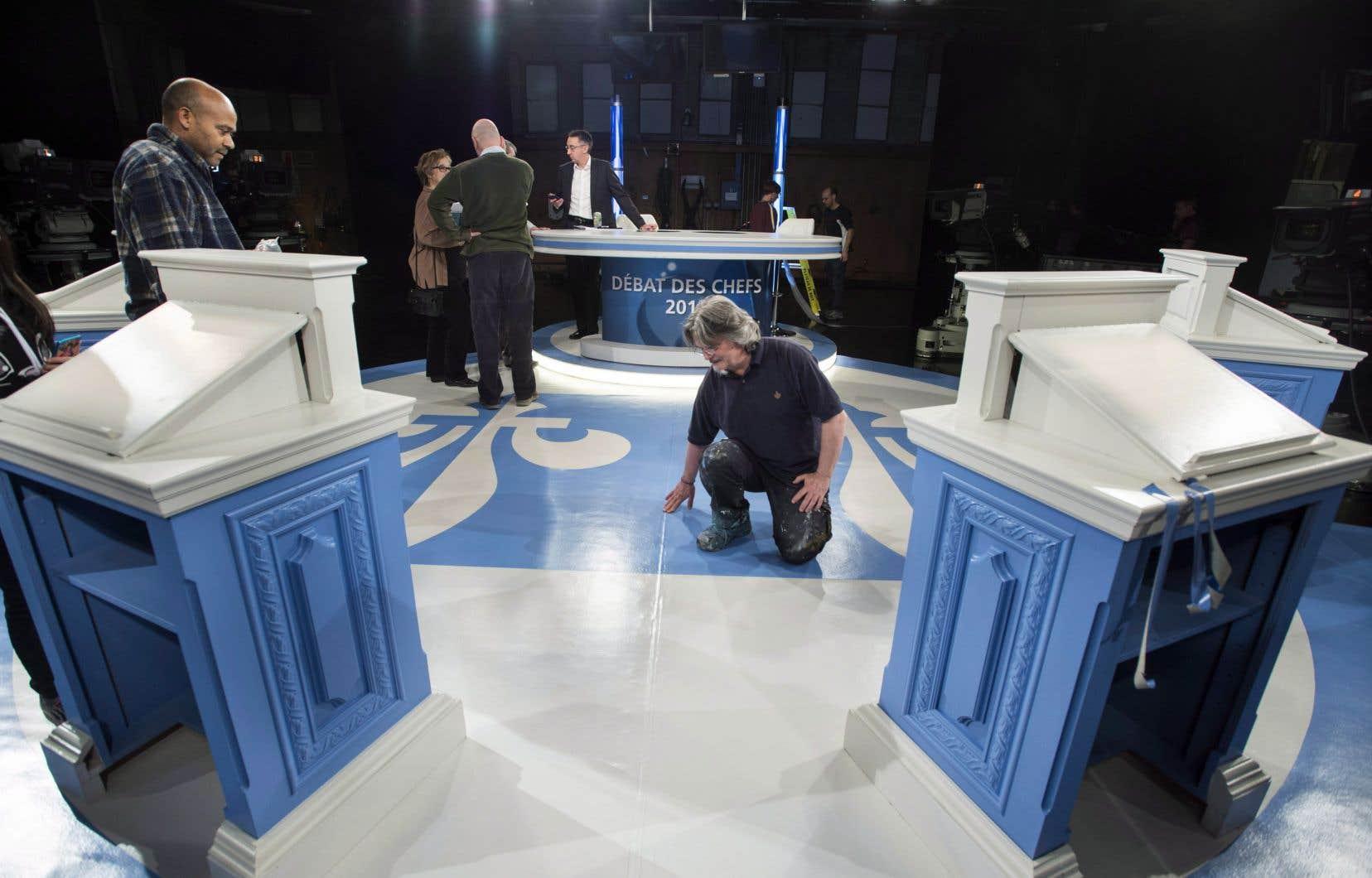 Les chefs des quatre principaux partis politiques provinciaux du Québec participeront à un débat en anglais pendant la prochaine campagne électorale.