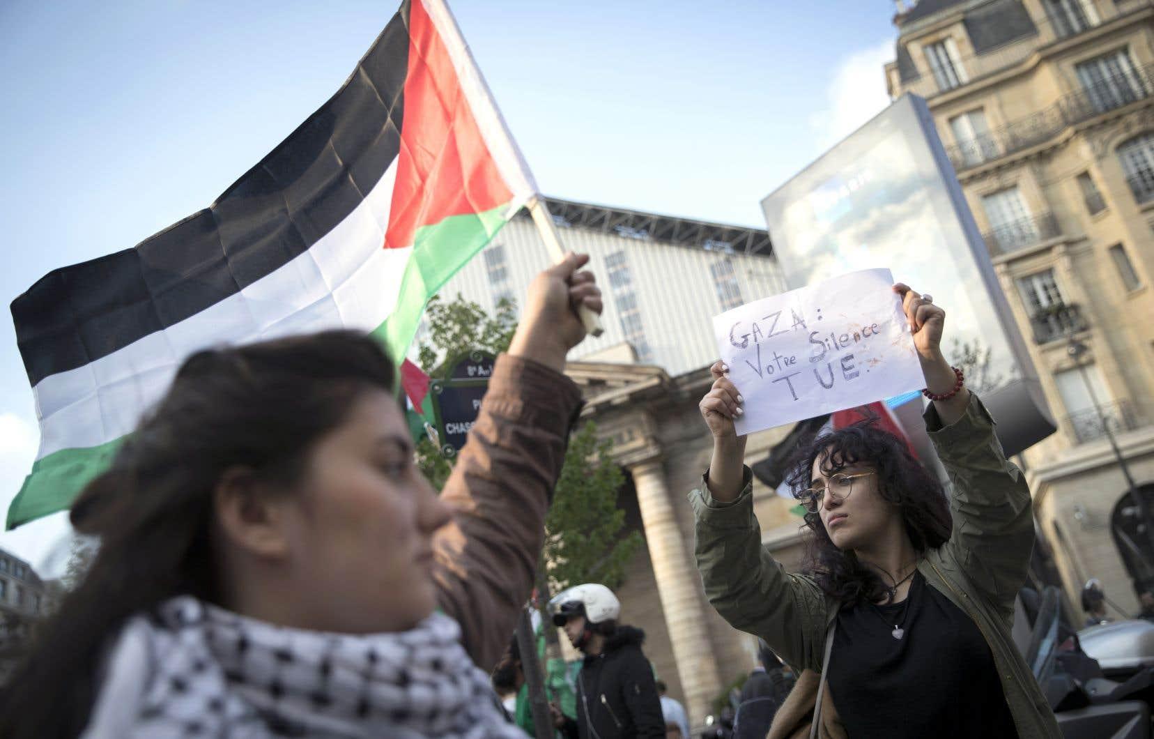 À Paris comme ailleurs, des manifestants ont dénoncé mardi la réponse israélienne aux protestations à Gaza.