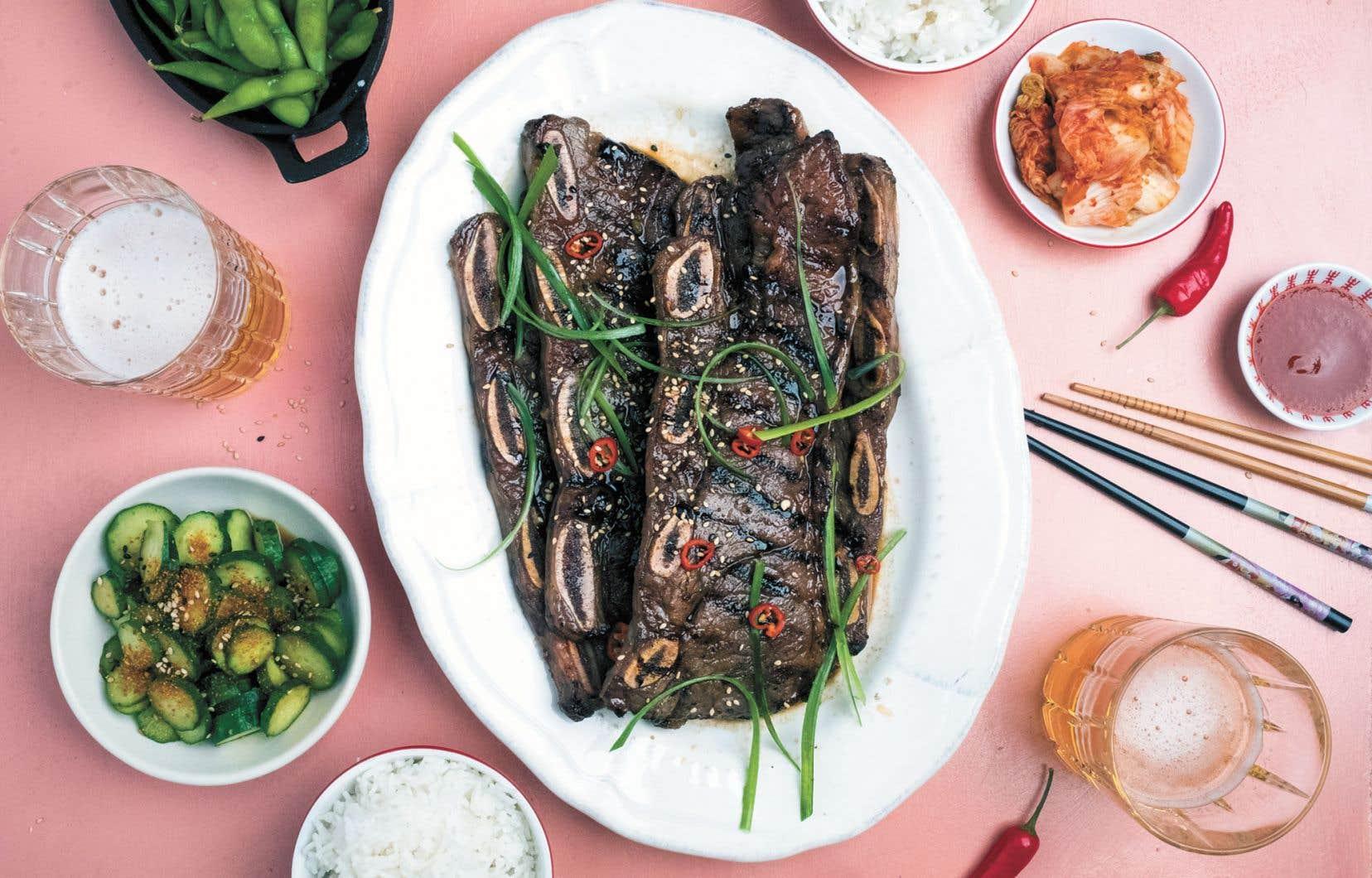 On trouve généralement les «côtes kalbi» au rayon des surgelés dans les épiceries asiatiques, mais elles peuvent aussi être préparées par votre boucher.