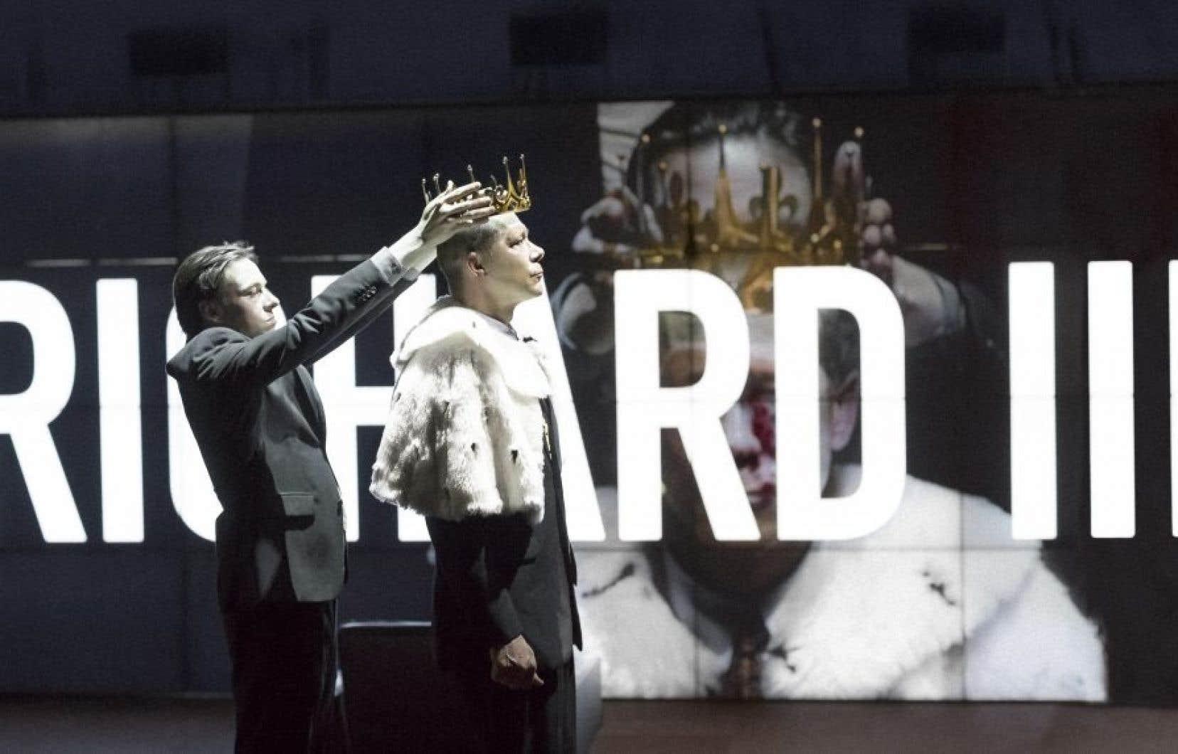 Marquant le retour du metteur en scène Ivo van Hove au FTA, «Kings of War» condense les règnes de trois dirigeants en quatre heures et demie.