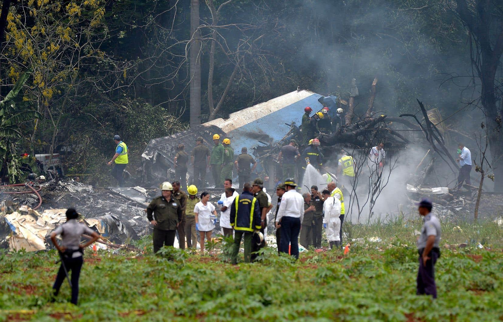 L'avion du transporteur Cubana s'est écrasédans un champ agricole au bout de la piste de décollage.