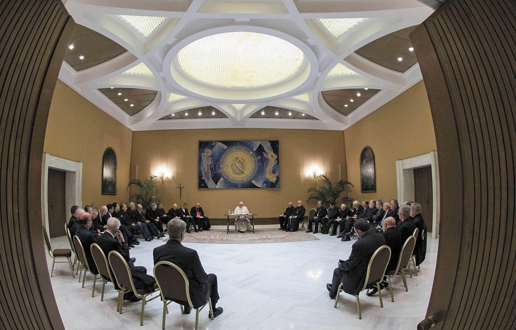 Le pape François avait convoqué tous les évêques du Chili. Au terme de trois jours de discussions, ils lui ont présenté leur démission.