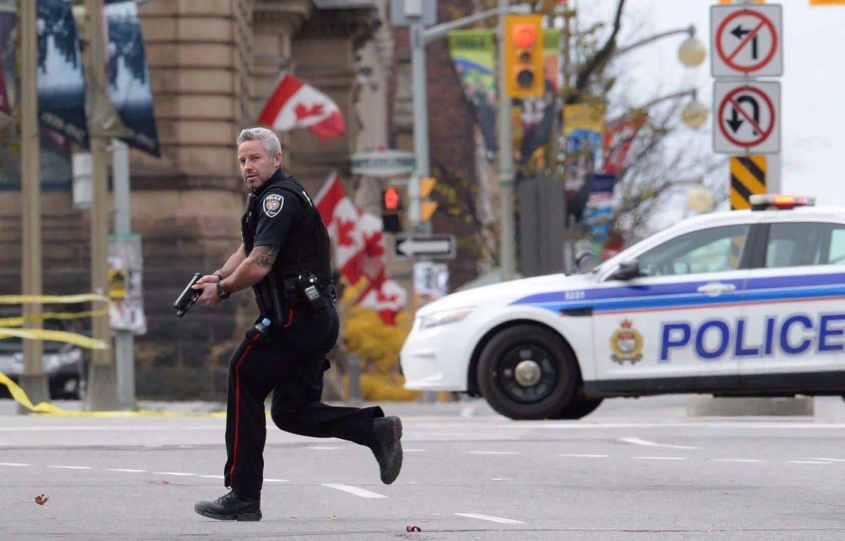 Une attaque d'un tireur solitaire avait fait deux mort (incluant le tireur) et trois blessés à Ottawa le matin du 22 octobre 2014.